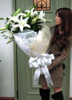 画像2: 大きな白百合の花束☆カサブランカ